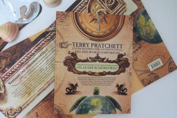 Terry Pratchett Atlas Scheibenwelt Goldmann Tintentick Rezension Foto