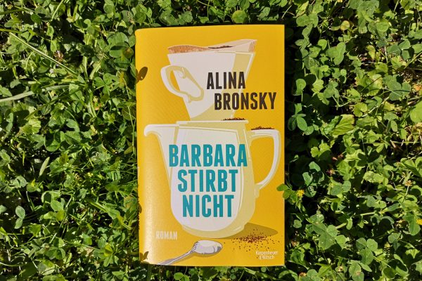"""Rezension zu """"Barbara stirbt nicht"""" von Alina Bronsky Foto Tintentick Foto 2021"""